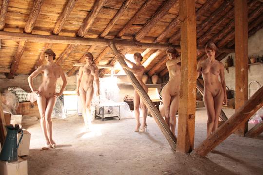 Fotografia erotica de Carlos Diez. Desnudo en el atico.