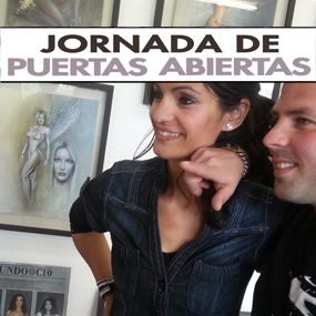 Visita en el estudio de Carlos Díez: el artista Carlos Vilches y su familia